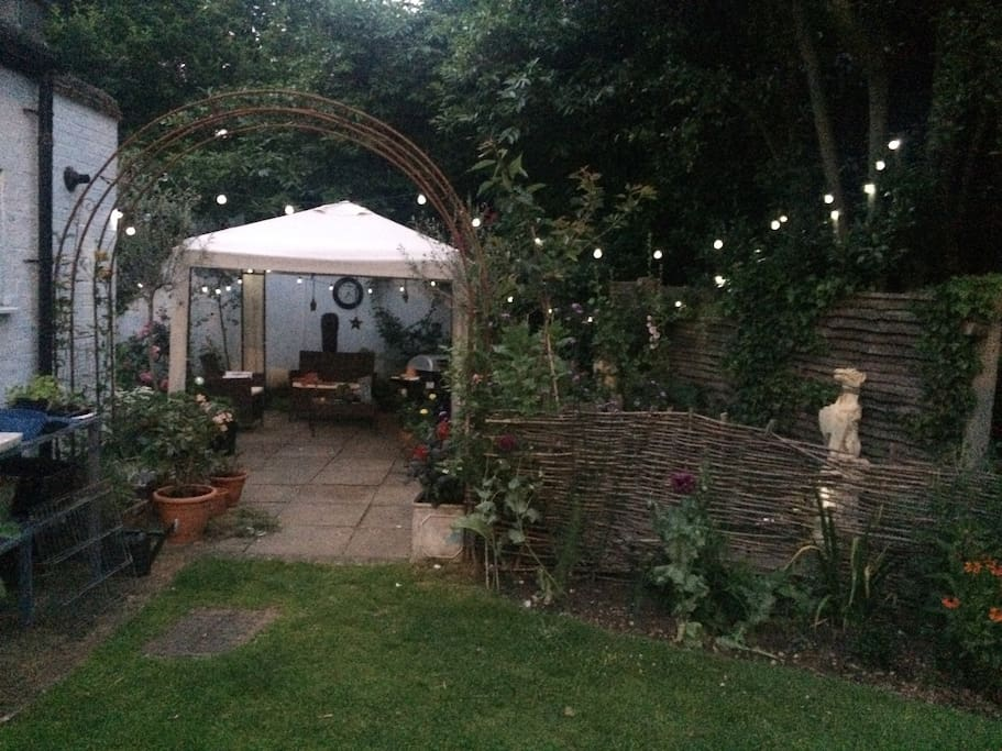 Canopy patio with cottage garden feel