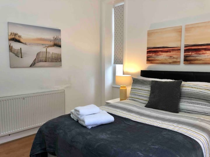 Spacious double room in the city centre!