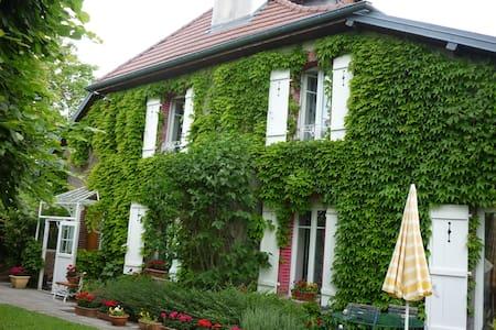 maison ancienne rénovée - Châtillon-le-Duc - 独立屋