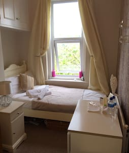 Single room under 1m from centre