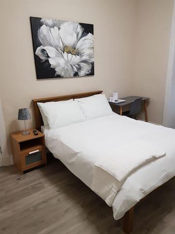 Central Private En-Suite Double Room