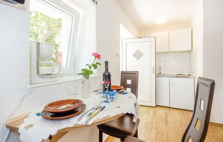 Charming standalone Studio with terrace and garden - Kraljevica - Daire