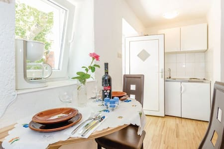Charming standalone Studio with terrace and garden - Kraljevica - Lejlighed