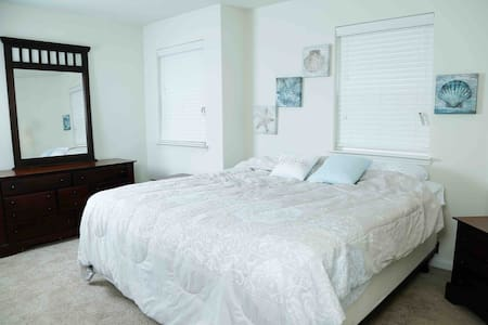 Cozy King Bedroom|Laptop Desk|near Downtown Dallas