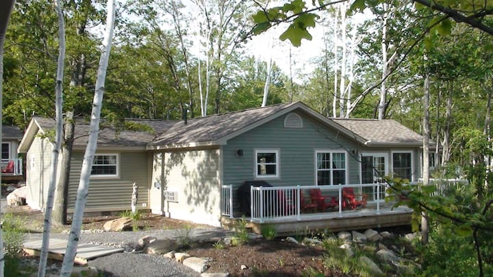3BR/2BA Cozy Getaway Cottage in Muskoka