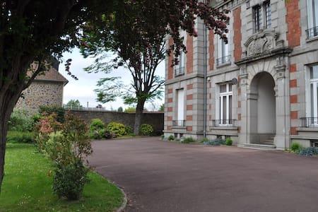 Suite  Maison des 1000 navettes - Condé-sur-Noireau - Schloss