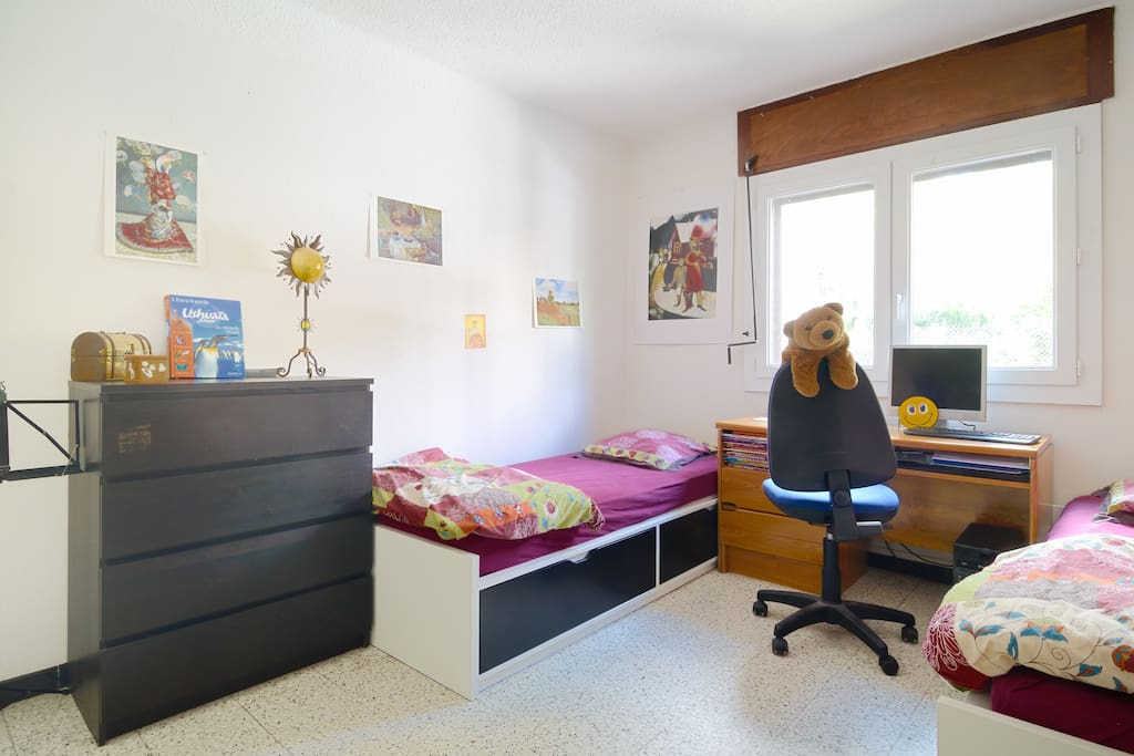 Chambre équipée de 2 lits (1 personne)