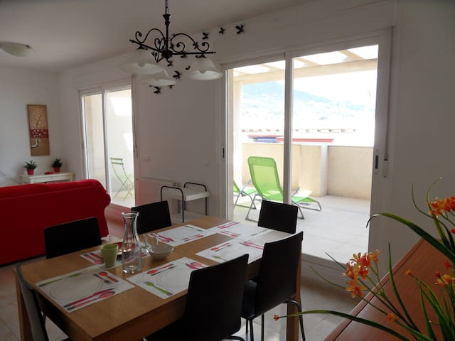 SPACIOUS & QUIET ATTIC+FREE PARKING - Calpe - Apartment