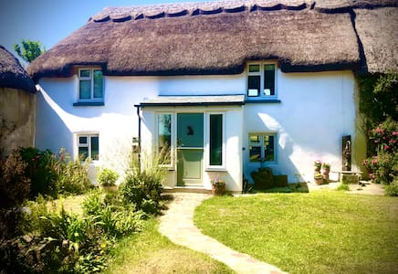 Stunning 14th Century Thatched Cottage near Bude