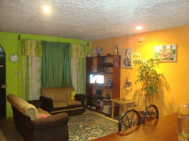 Alquilo habitacion - Guatemala City - House