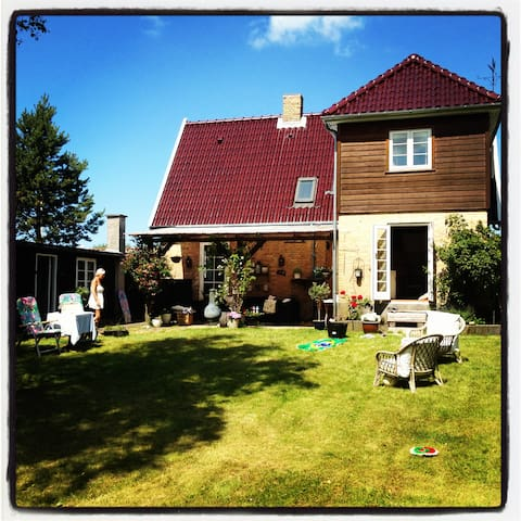 Beautiful summerhouse with sea view - Dronningmølle - Huis