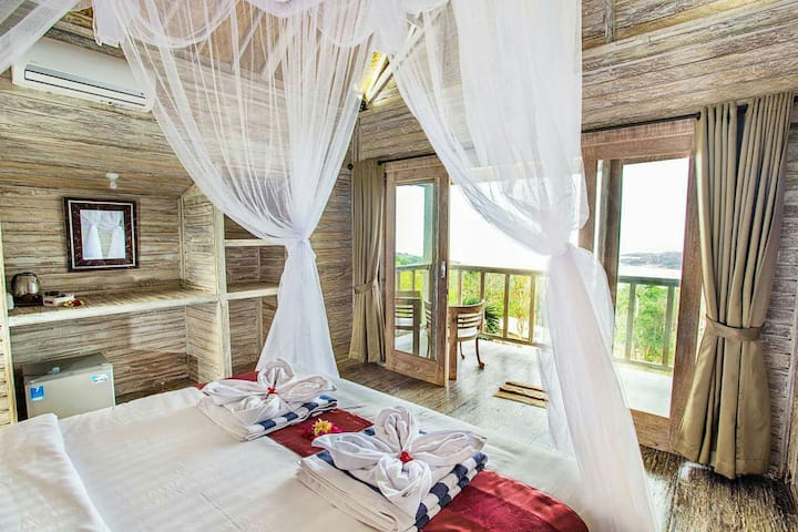 TWO BEDROOMS  WITH OCEAN VIEW FOR 4