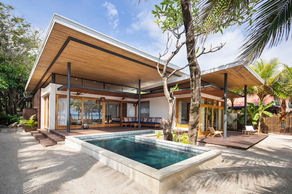 Beachfront Villa Akoya