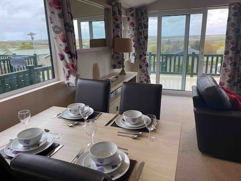 Luxury 2 bedroom Lodge with decking and views