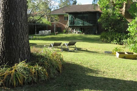 Spacious Family Size home with park like garden - Asquith - Dom