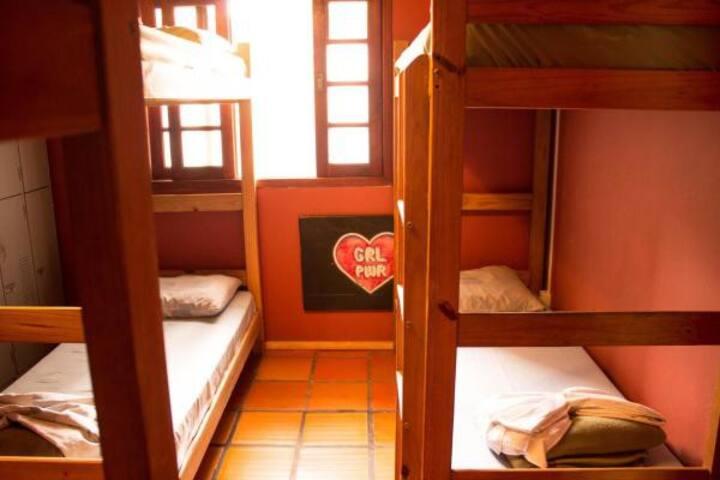 Dormitório Feminino com 6 Camas