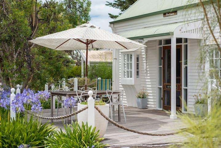 Beach Hut Middleton - Portsea spa hut