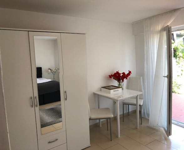Apartment close to exhibition and city