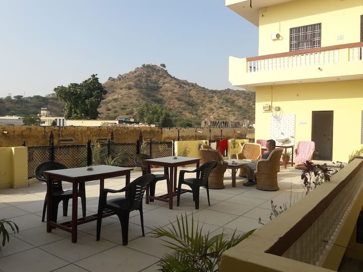 Budget Stay Keshav Palace in Pushkar