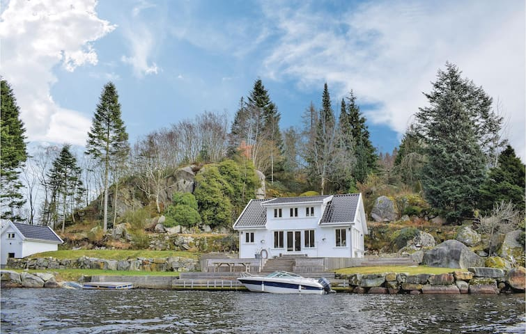 Holiday cottage with 5 bedrooms on 120m² in Egersund