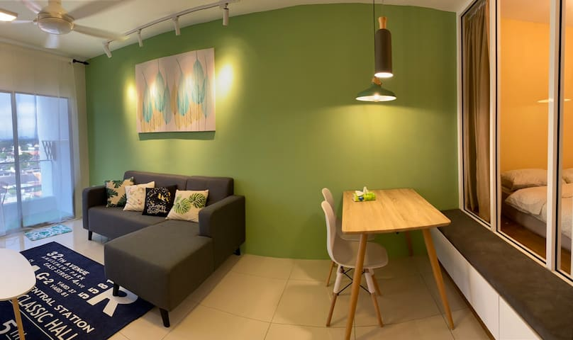 Homestay 4 bed rooms @ Manhattan Condo Station 18