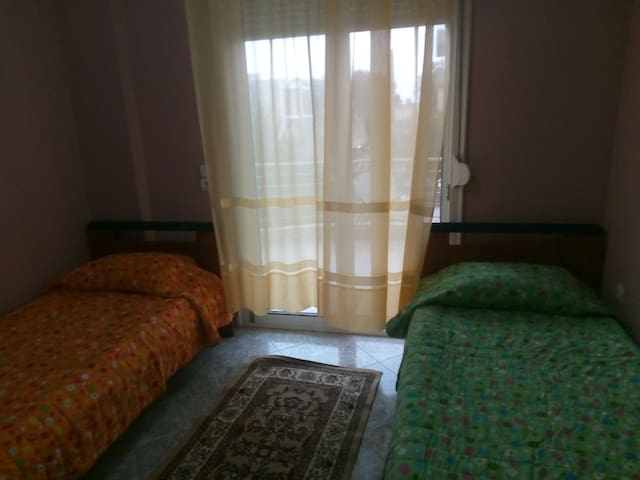 Room for two in apartment in Elefsis.
