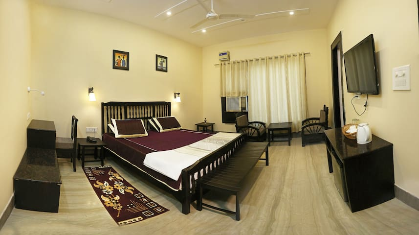 Luxury Home Stay Near Taj Mahal East Gate