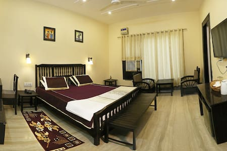 Luxury Home Stay Near Taj Mahal East Gate - Bed & Breakfast