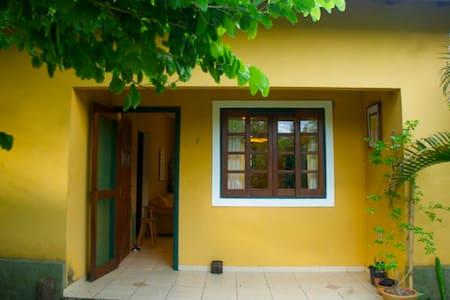 Casa Amarela _ Sítio Jequitibá - Analândia - กระท่อม
