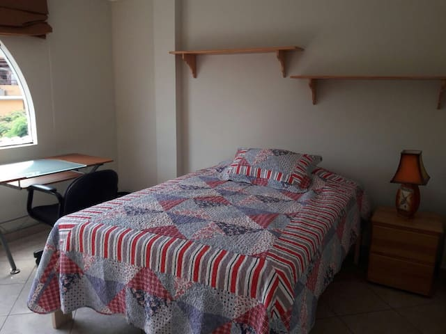 Beautiful rooms in Casa Blanca La Molina - La Molina - Huis