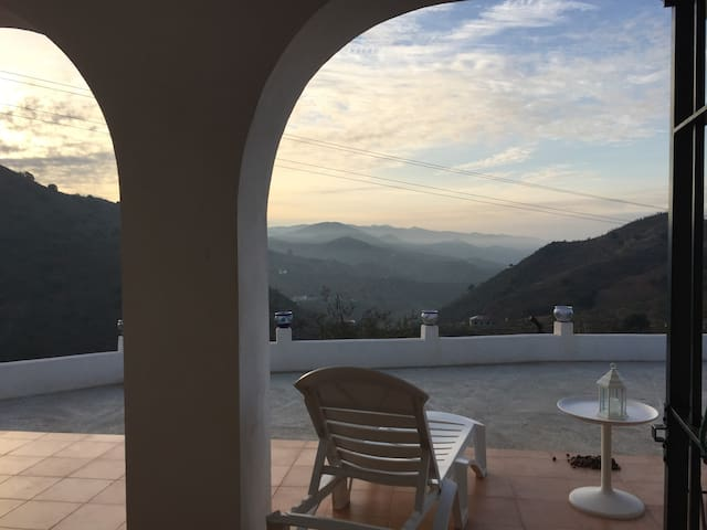 House with wonderful views of Malaga Mountains