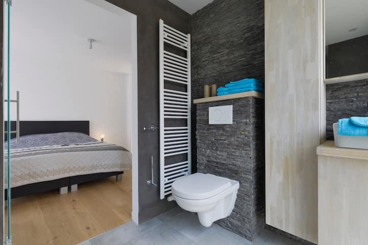 Luxe appartement met groot terras en jacuzzi