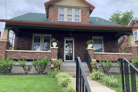 Iris Elaine Cottage  Bed and Breakfast Continental