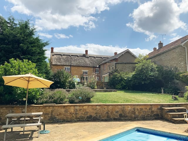 Spacious Listed Somerset Farmhouse with Pool