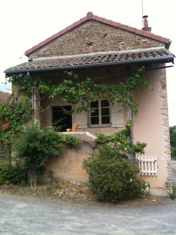 Entre Cluny et Mâcon, au coeur de la Bourgogne - Igé - House