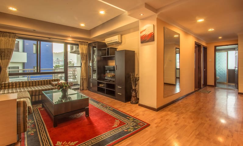 Deluxe 3 Bedroom  Apartment at TCH Tower IV