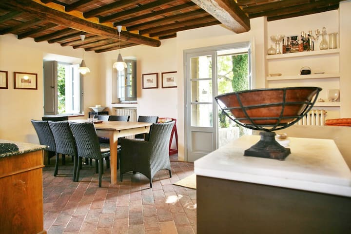 Antique Tuscan farmhouse on Lucca hills