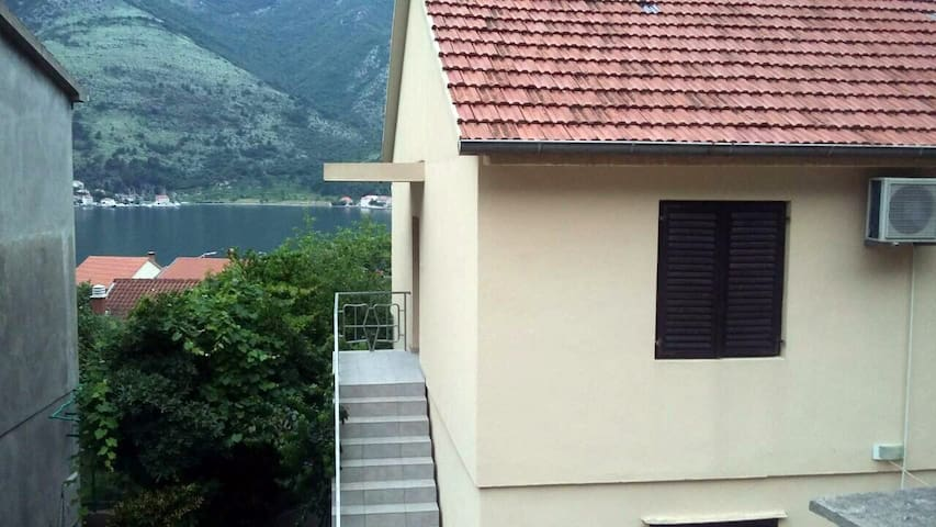 Quiet place/Roomy 2BR-house/Terrace/View→ bay, sea
