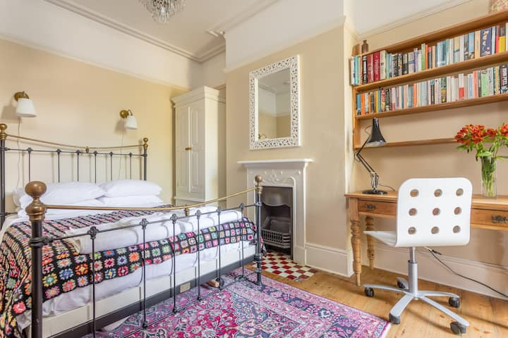 Hove garden room - free parking nearby