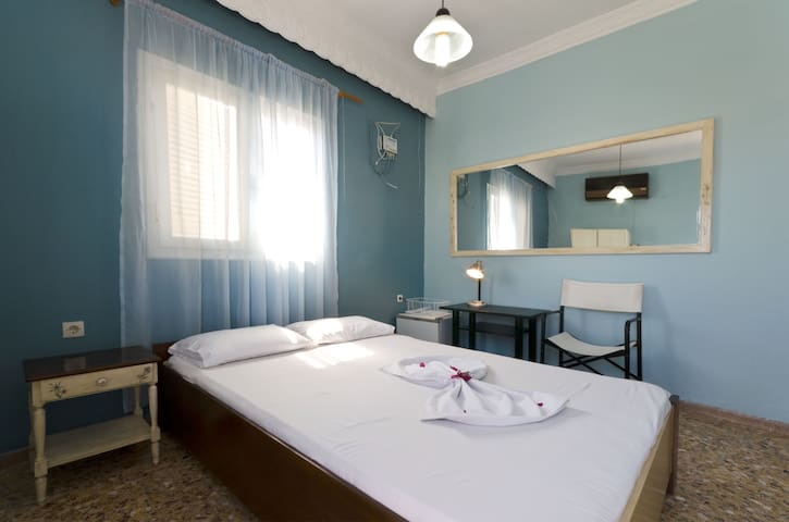Regina Youth Hostel 3 - Agios Nikolaos - Bed & Breakfast