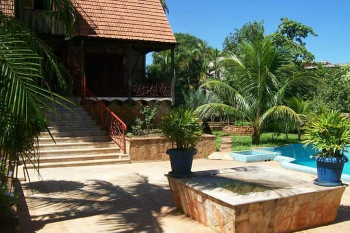 Apartment with pool, garden, barbecue and Wi-Fi