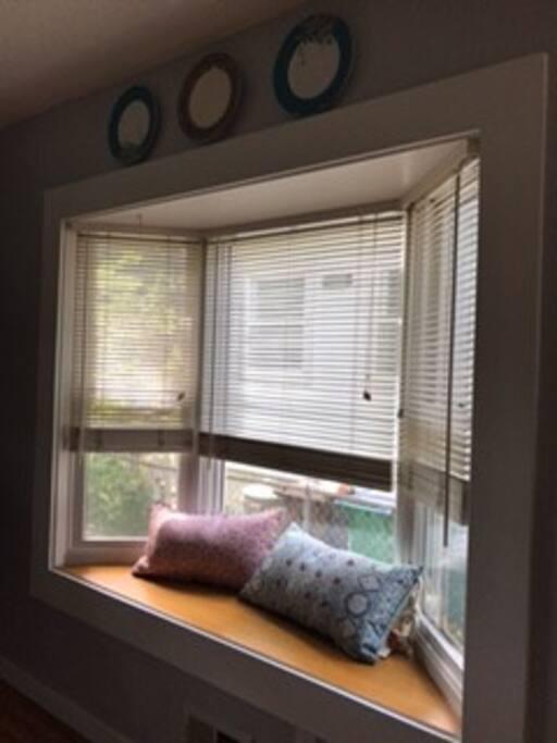 Cute bay window in kitchen