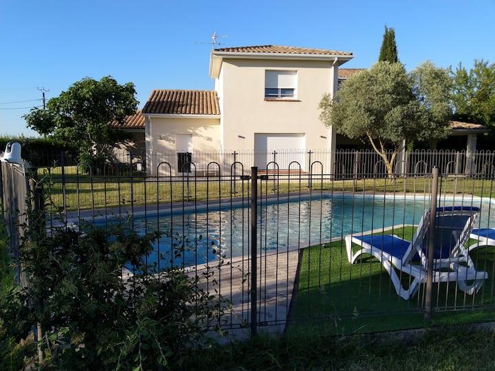 Grande villa avec parc et piscine clôturés (8pers)
