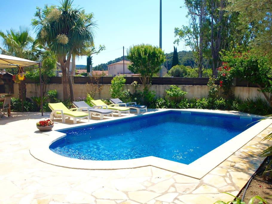 Villa avec piscine maisons louer cassis provence for Camping alpes hautes provence avec piscine