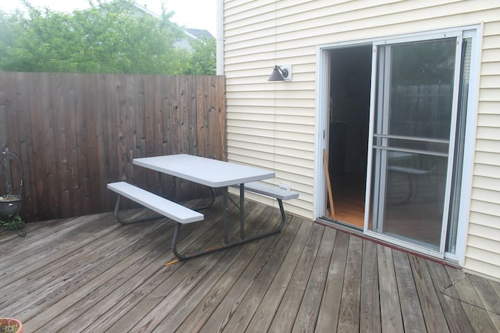 Outdoor Deck with picnic table