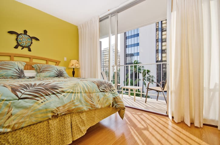 TROPICAL STUDIO IN WAIKIKI (1) ~ FREE PARKING #607