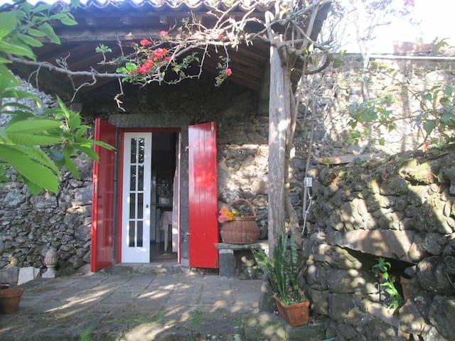 Quinta dos Carvalhos — Casa Rosa - Fenais da Luz