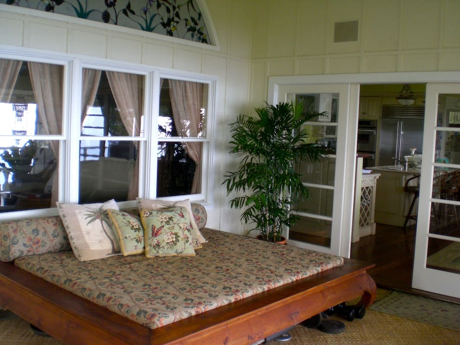 Extra sleeping areas on lanai and in living room