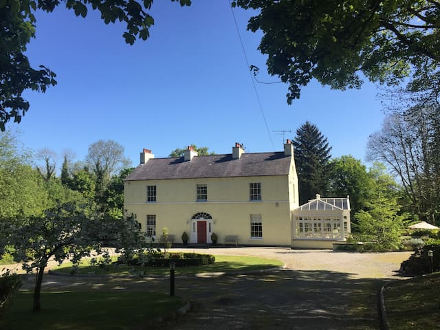 Larchmount House Bed and Breakfast