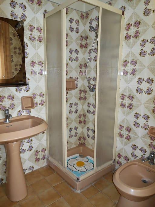 bagno con doccia in comune